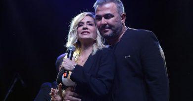 Η Άννα Βίσση και ο Αντώνης Ρέμος τραγούδησαν στο Stand By Greece για τους πυρόπληκτους.