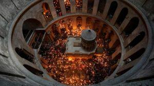 Η Αφή του Αγίου Φωτός. Με τιμές Αρχηγού Κράτους η άφιξη του στην Ελλάδα.
