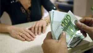 Μισός ο μισθός του Έλληνα στον ιδιωτικό τομέα σε σύγκριση με την ευρωζώνη.
