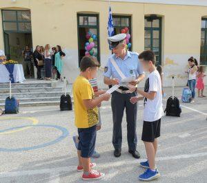Ενημερωτικά φυλλάδια τροχαίας διανεμήθηκαν  από τροχονόμους, σε γονείς και μαθητές δημοτικών σχολείων στην Περιφέρεια Πελοποννήσου