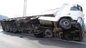 Σύγκρουση οχημάτων με θανάσιμο τραυματισμό ενός (1) ατόμου.