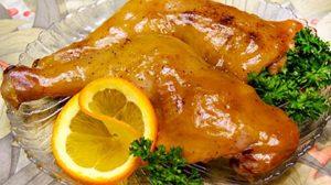 Κοτόπουλο με σάλτσα πορτοκάλι.