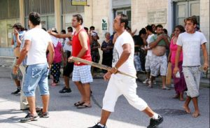 Επίθεση 40 Ρομά σε ταξιτζή στην Λάρισα.
