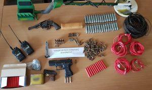 Συνελήφθησαν δύο άτομα για παράνομη κατοχή όπλων, εκρηκτικών, ασυρμάτων και συσκευής ανίχνευσης μετάλλων στη Μεσσηνία.