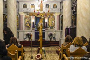Η ακολουθία των αγίων παθών στον Ιερό Ναό Αγίας Τριάδας Σελλασίας.