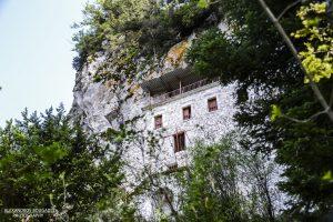 Σπηλαιώδης ναός του Αγίου Ιωάννου του Προδρόμο στο Πολύδροσο Λακωνίας