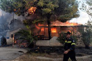 49 οι νεκροί και δεκάδες οι τραυματίες ο μέχρι τώρα απολογισμός της καταστροφικής πυρκαγιάς στην Ανατολική Αττική