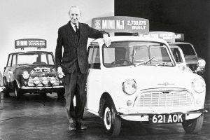 Σαν σήμερα 26 Αυγούστου – η British Motor Corpοration παρουσιάζει το αυτοκίνητο Mini Cooper, που σχεδίασε ο ελληνικής καταγωγής Άλεκ Ισιγώνης