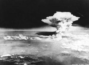 Σαν σήμερα 6 Αυγούστου – πέφτει η πρώτη ατομική βόμβα στη Χιροσίμα της Ιαπωνίας