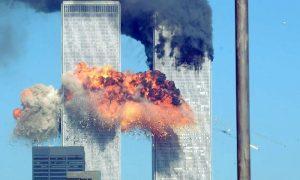 Σαν σήμερα 11 Σεπτεμβρίου – η ιστορία καταγράφει τη μεγαλύτερη τρομοκρατική επίθεση στην ιστορία της ανθρωπότητας με την κατάρρευση των Δίδυμων Πύργων στη Νέα Υόρκη
