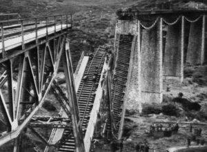 Σαν σήμερα 25 Νοεμβρίου: ανατινάζεται η γέφυρα του Γοργοποτάμου