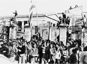 Σαν σήμερα 16 Νοεμβρίου – τα μεσάνυχτα μπαίνουν στην Αθήνα στρατός και τανκς με σκοπό να καταστείλουν την εξέγερση του Πολυτεχνείου