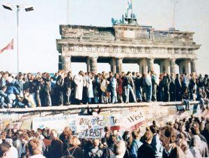 Σαν σήμερα 21 Νοεμβρίου: υπογράφεται στο Παρίσι το τέλος του Ψυχρού Πολέμου