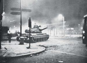 Σαν σήμερα – 17 Νοεμβρίου: το τανκ μπαίνει στο Πολυτεχνείο για να καταστείλει τη φοιτητική εξέγερση κατά της δικτατορίας