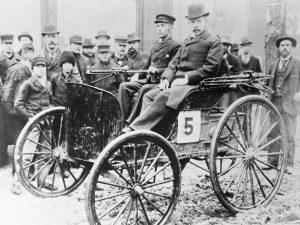 Σαν σήμερα 28 Νοεμβρίου: πραγματοποιείται ο πρώτος αγώνας βενζινοκίνητων αυτοκινήτων στην ιστορία