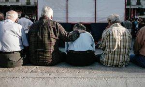 Αγωνία συνταξιούχων για τα αναδρομικά.