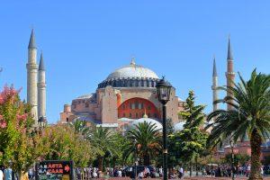 Σαν σήμερα 24 Δεκεμβρίου: εγκαινιάζεται ο ναός της Αγίας Σοφίας στην Κωνσταντινούπολη