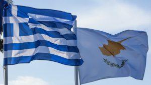 Σαν σήμερα 5 Δεκεμβρίου: ο πρόεδρος της Κύπρου, Γλαύκος Κληρίδης περνά  στην κατεχόμενη Λευκωσία για πρώτη φορά από το 1974