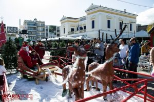 Χριστούγεννα : γέμισε με κόσμο η πλατεία της Σπάρτης