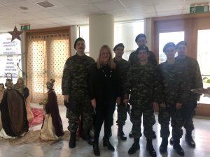Τα κάλαντα έψαλλαν στρατιώτες του ΚΕΕΜ στο Διοικητήριο Λακωνίας