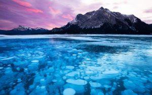 Γνωρίζατε ότι υπάρχει παγωμένη λίμνη με φυσαλίδες & ματωμένοι καταρράκτες ;