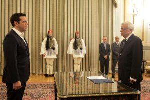 Σαν σήμερα 26 Ιανουαρίου: ορκίζεται πρωθυπουργός ο Τσίπρας – ο Παπαφλέσσας ανακοινώνει την ημερομηνία της επανάστασης