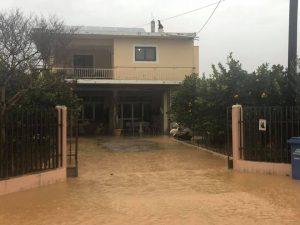 Έντονα πλημμυρικά φαινόμενα πλήττουν τη Λακωνία.