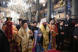 Ο Οικουμενικός Πατριάρχης υπέγραψε τον Τόμο Αυτοκεφαλίας της Ορθοδόξου Εκκλησίας στην Ουκρανία