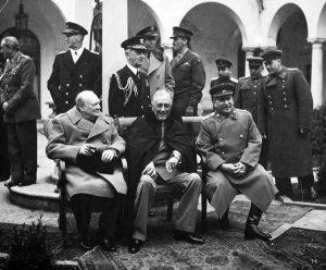 Σαν σήμερα 11 Φεβρουαρίου: Ρούσβελτ, Τσόρτσιλ & Στάλιν μοιράζουν τον κόσμο – συντρίβεται ελικόπτερο του Πολεμικού Ναυτικού