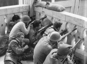 Σαν σήμερα 17 Απριλίου : στην Μεγαλόνησο οι πρώτοι Έλληνες στρατιώτες