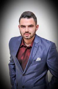 Τάσος Παπαφάγος ο νεαρός τραγουδιστής από την Σκάλα Λακωνίας