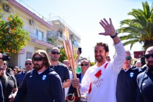 H EOE διακόπτει την Ολυμπιακή Λαμπαδηδρομία μετά την κοσμοσυρροή στην Σπάρτη