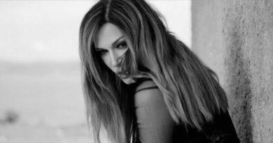 Η Έλλη Κοκκίνου αποκαλύπτει το νέο τραγούδι της.