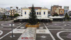 Ετοιμάζεται το Χριστουγεννιάτικο Δέντρο στην Σπάρτη ύψους 10μ