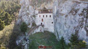 Σπηλαιώδης ναός Αγίου Ιωάννου του Προδρόμου στο Πολύδροσο Λακωνίας