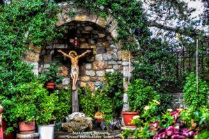 Του Σταυρού: Γιατί μοιράζεται βασιλικός στις Εκκλησίες;