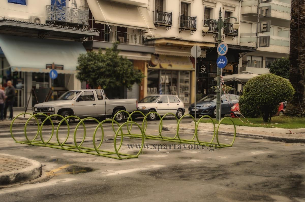 Σπάρτη. Στάθμευση ποδηλάτων.